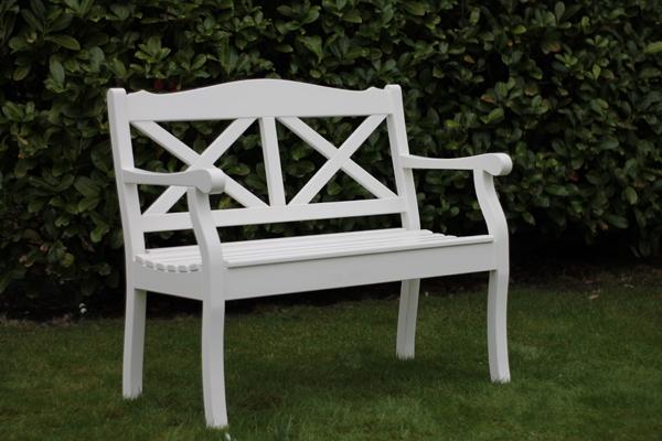stabile gartenbank aus holz mit hoher sitzfl che die gro e gartenbank auswahl. Black Bedroom Furniture Sets. Home Design Ideas